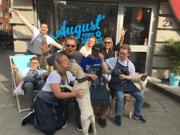 August no stress Surf Café